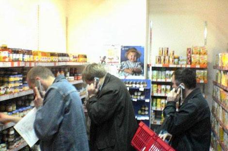 hombres-comprando