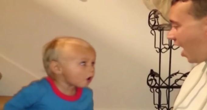 Este pequeño se queda sin palabras ante la actuación de su padre 2