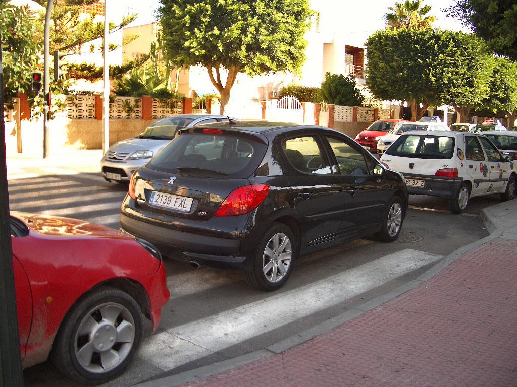 coche paso de peatones