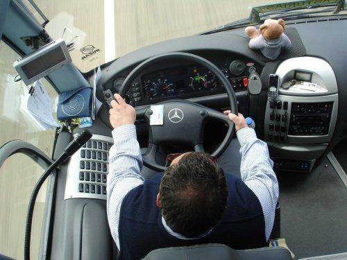 transportista conduciendo