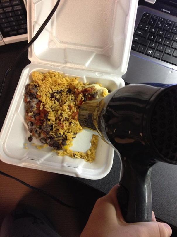 tirar de imaginación calentando comida con secador